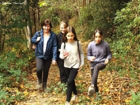 Las más jóvenes disfrutando del paseo